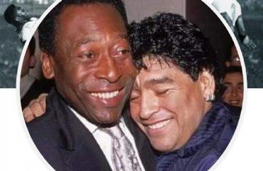 La foto del giorno. Pelé rende omaggio a Maradona nella sua pagina ufficiale fb