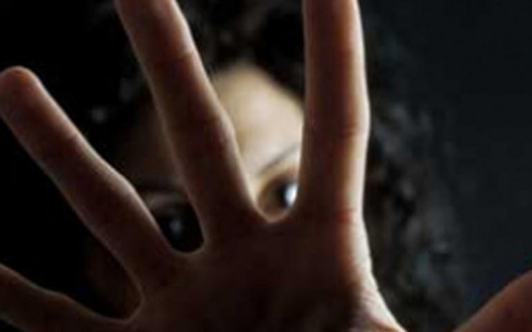 Sardegna, donna colpita a bastonate dal compagno: ferita gravemente e ricoverata in ospedale