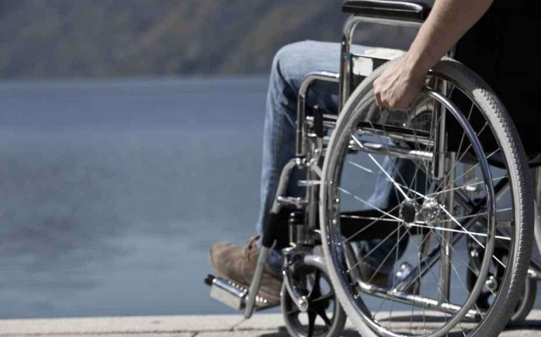 Sedie A Rotelle Leggere : Disabile in sedia a rotelle arrestato per rapina picchia gli
