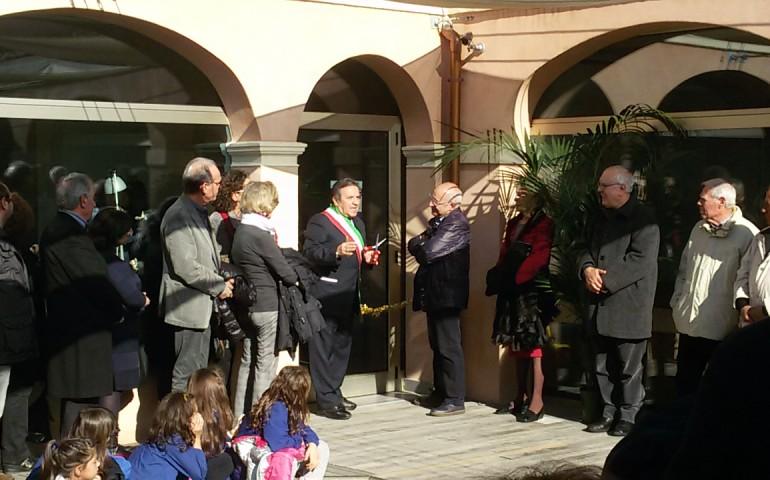 """Selargius. Inaugurata la nuova biblioteca comunale. Il sindaco: """"Uno spazio restituito ai cittadini, pensato soprattutto per i giovani"""""""
