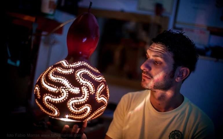 Artigiani sardi. Manuel Gattelli e le sue zucche che si trasformano in lampade