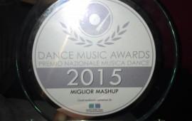 Il premio per Miglior Mash up vinto da dj Farigu.