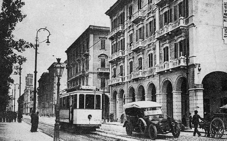 Accadde oggi. 12 luglio 1912: inaugurato il tram che collega il centro con il Poetto
