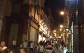 Via Manno durante Notti colorate (foto CagliariAPP)