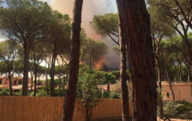 Le fiamme viste da una villetta di Santa Margherita