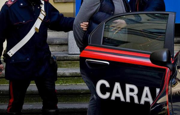 Spaccio di droga e banconote false: dieci arresti di cui 8 in Sardegna e 2 in Campania