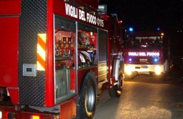 incendio vigili del fuoco notte