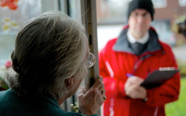 Pene più severe per chi truffa gli anziani. La proposta ora in Parlamento