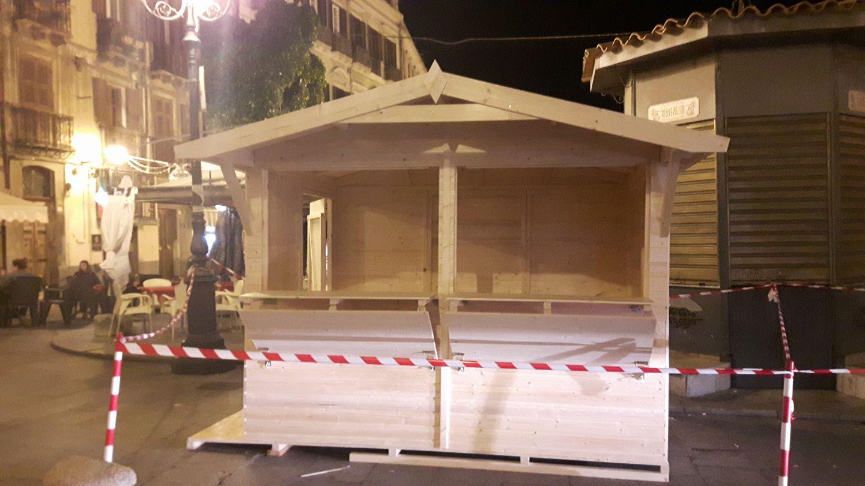 Natale a cagliari arrivano le prime casette di legno per for Casette di legno