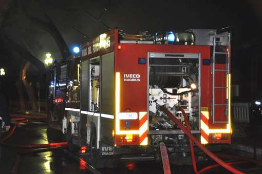 Una donna muore nell'incendio di un appartamento a Roma