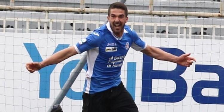 Paolo Faragò indossa la maglia del Cagliari