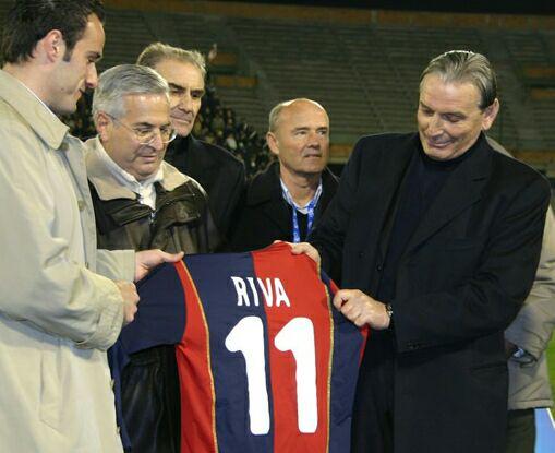 Accadde oggi. 9 febbraio 2005: Gigi Riva ritira la maglia numero 11 allo stadio Sant'Elia