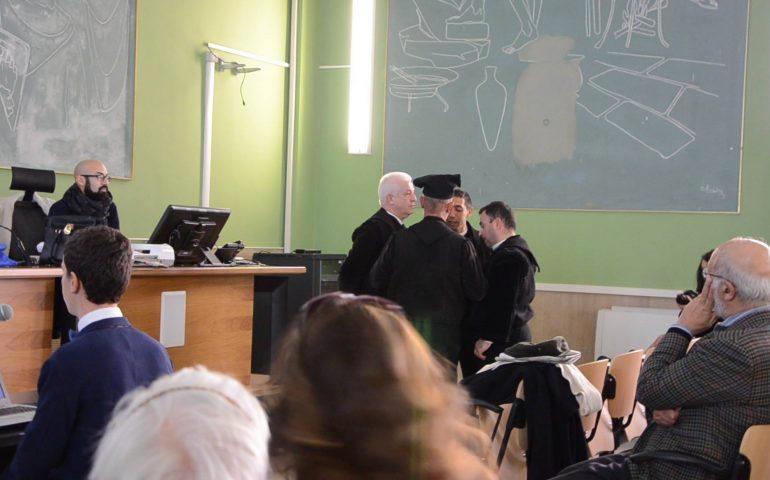 Facoltà di Lingue all'Università di Cagliari, discussione di tesi con i tenores di Seneghe al ritmo di ballo sardo