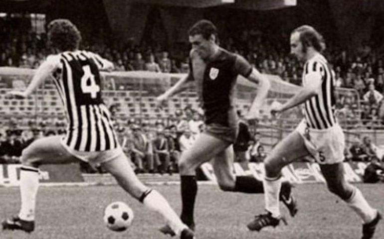 Gigi Riva, il Collare d'Oro e quell'abbraccio di Buffon