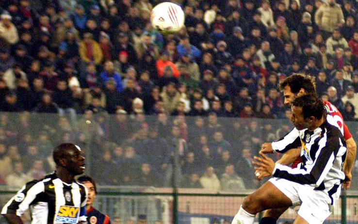 Gigi Riva day a Cagliari: Collare d'Oro, ovazione e abbraccio di Buffon