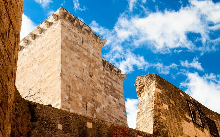 Piscia tinteris, cuccurus cottus, panetteris inforra christus e culus infustus: a Cagliari gli abitanti dei quartieri storici si prendevano in giro con soprannomi ironici
