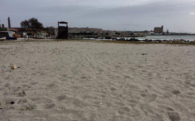 Macabra scoperta a Giorgino: teschio umano ritrovato sulla spiaggia