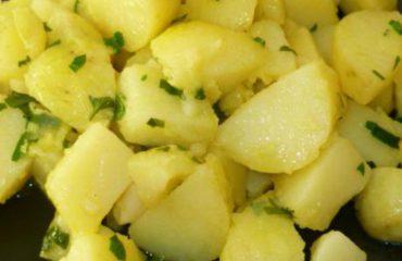 """La ricetta Vistanet di oggi: patate """"a schiscionera"""", un classico della cucina cagliaritana"""