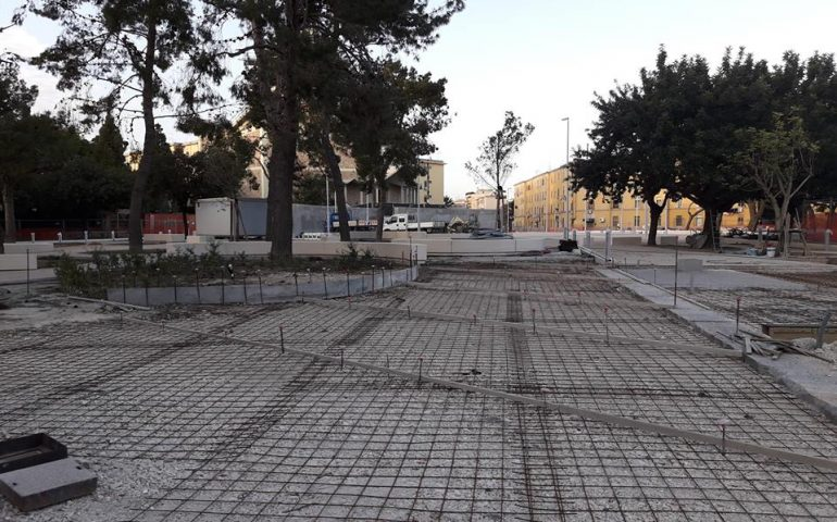 Procedono a rilento i lavori per il rifacimento di piazza San Michele: transenne e ostacoli non facilitano gli abitanti