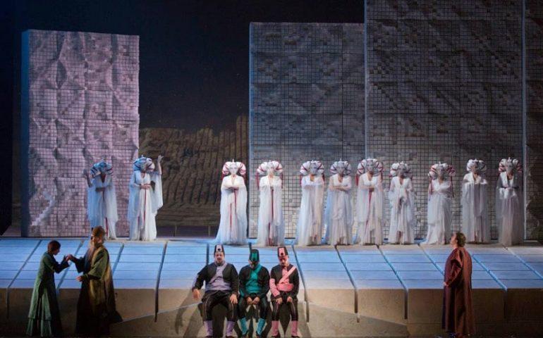 """Una mostra per Pinuccio Sciola al teatro Lirico di Cagliari. Comincia oggi ufficialmente la rassegna del maestro di San Sperate sulla """"sua"""" Turandot"""