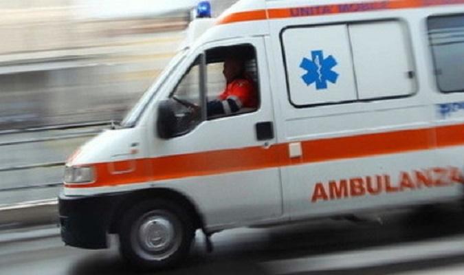 San Vito, brutto incidente all'altezza di S'Arcu s'arena, sulla strada statale 387. Un motociclista si è scontrato contro un'auto e ha riportato gravi ferite