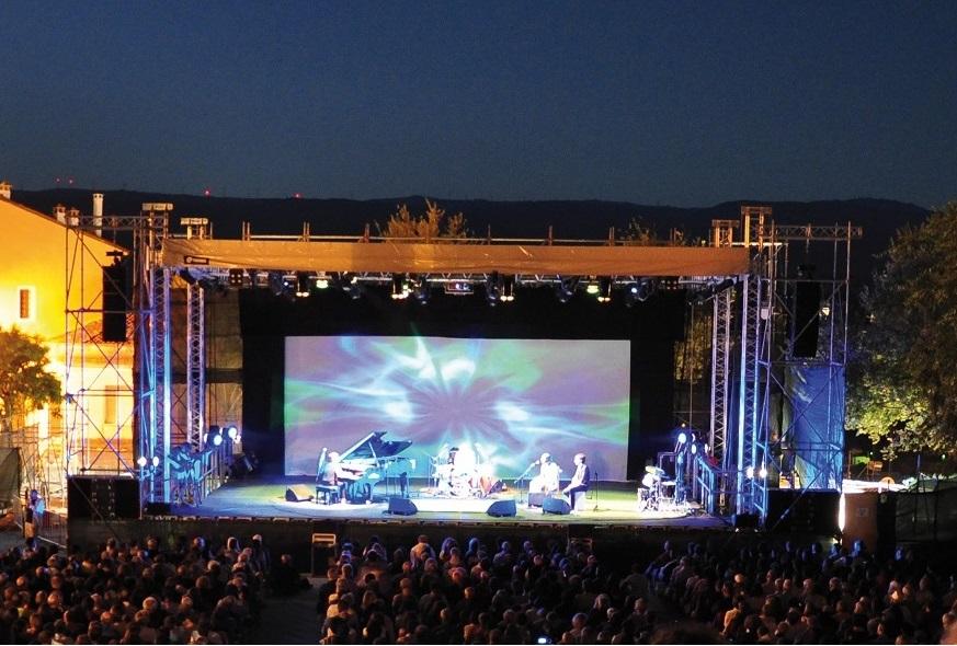 Time in Jazz , Berchidda Piazza del Popolo durante un concerto (foto archivio Time in Jazz)