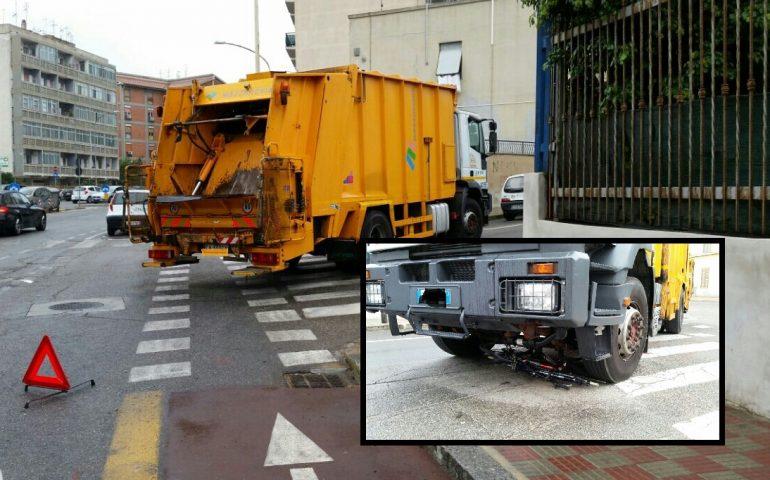 Camion travolge bici a Is Mirrionis a Cagliari, ferito 57enne