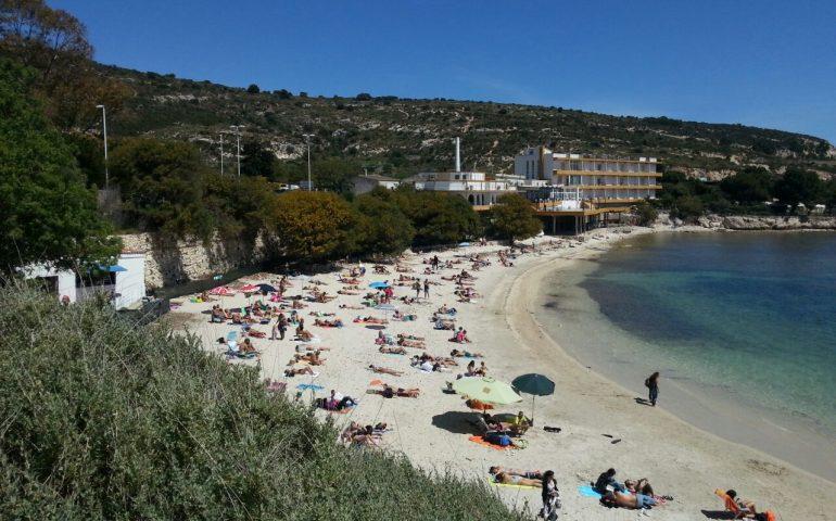 Malore per una donna in spiaggia a Calamosca: ricoverata in gravi ...