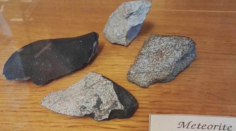 Lo sapevate? L'unico meteorite piovuto dallo spazio in Sardegna cadde sopra una casa di Sinnai nel 1956