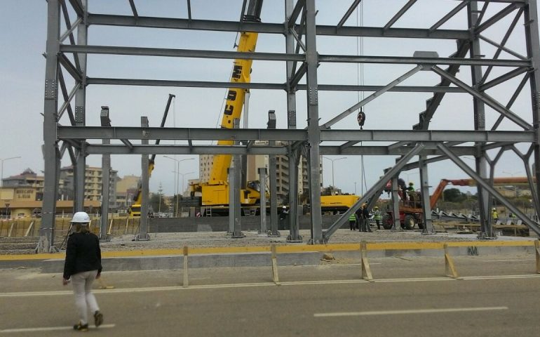 """Sardegna Arena"", procedono i lavori: gli operai montano la nuova tribuna (PHOTOGALLERY)"