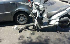 Scooter travolto da un'auto in via Liguria: ricoverato grave un ragazzo di 17 anni