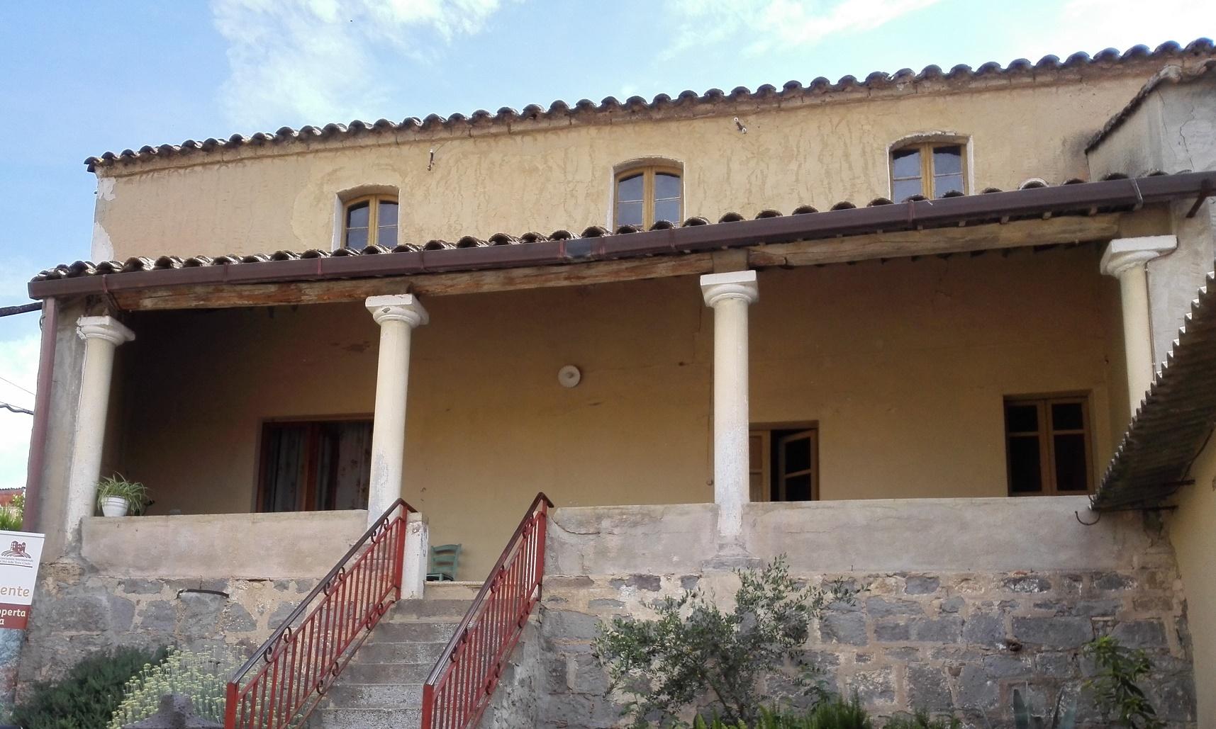 Su ladiri la terra cruda usata nelle tipiche case for Fantasmi nelle case