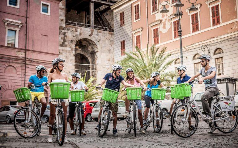 Mobilità sostenibile a Cagliari: incentivi e tariffe agevolate per chi va a lavoro in bici, a piedi o in bus