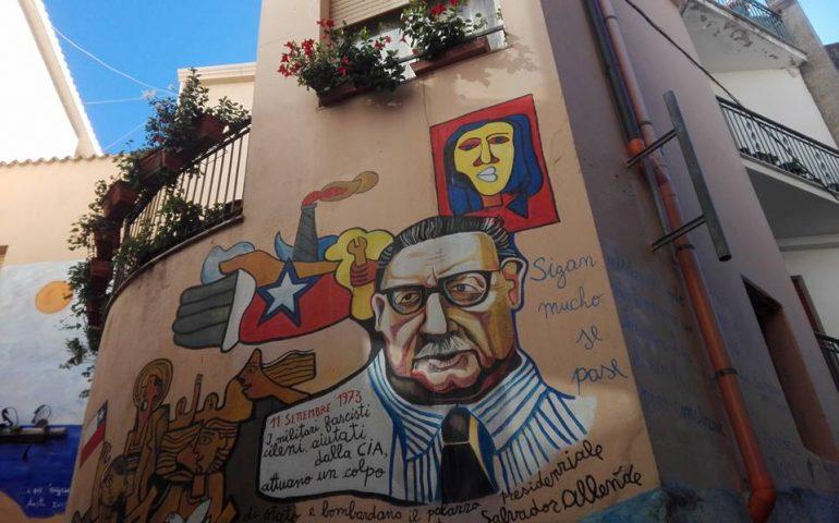 A Orgosolo il murale dedicato ad Allende e a quel triste 11 settembre 1973 in Cile (PHOTOGALLERY)