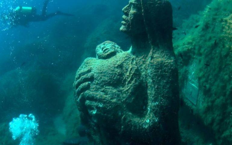 Lo sapevate? Nelle acque di Villasimius si trova una statua della Vergine scolpita da Pinuccio Sciola