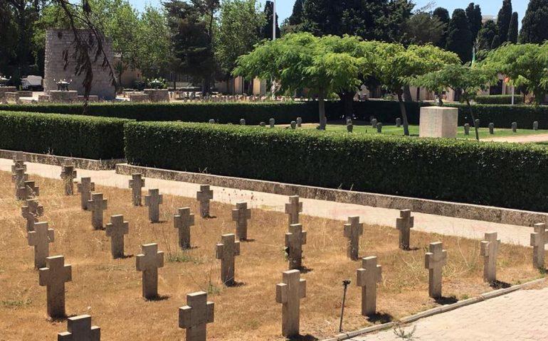 L'erba del vicino è sempre più verde, anche in cimitero: le tombe dei caduti italiani in stato di abbandono a San Michele