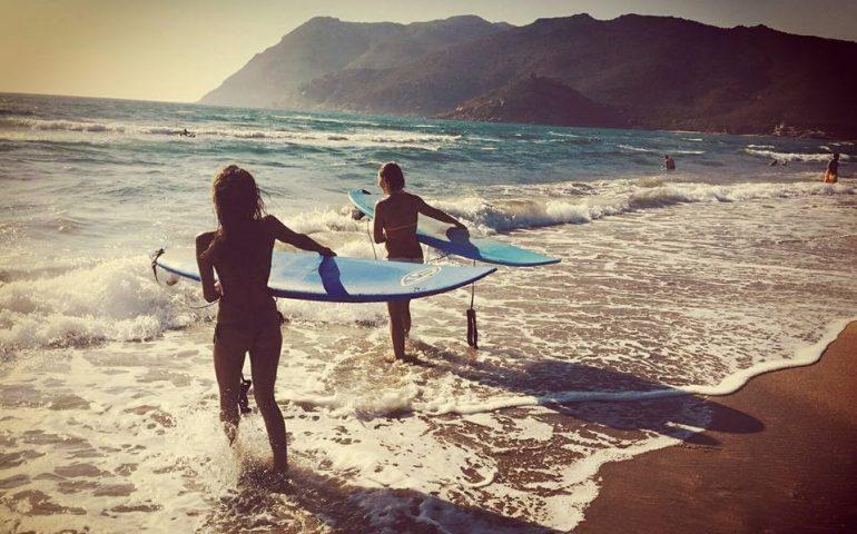 Girl Surf Power: il surf declinato al femminile. La gara su tavola dedicata esclusivamente alle donne