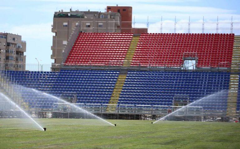 Tragedia alla Sardegna Arena: tifoso rossoblù si accascia e muore