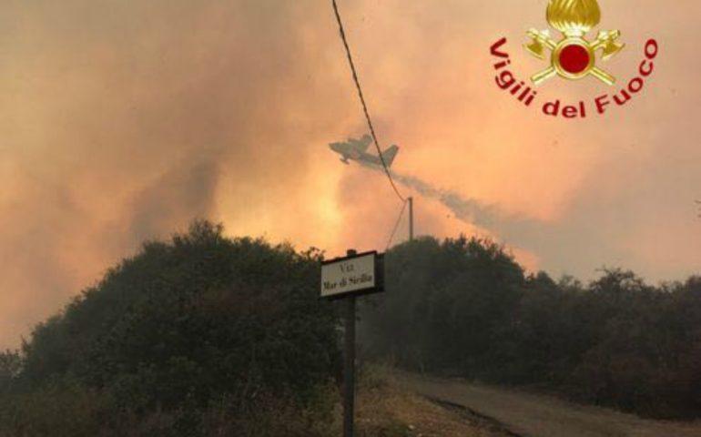 Ancora incendi in Sardegna: otto roghi spenti oggi sull'isola con elicotteri e Canadair