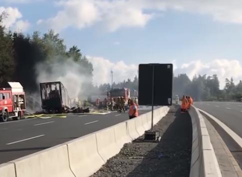 Scontro frontale pullman camion: 31 feriti