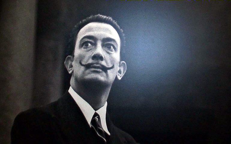 Spagna, riesumata la salma di Salvador Dalì: i baffi sono ancora intatti