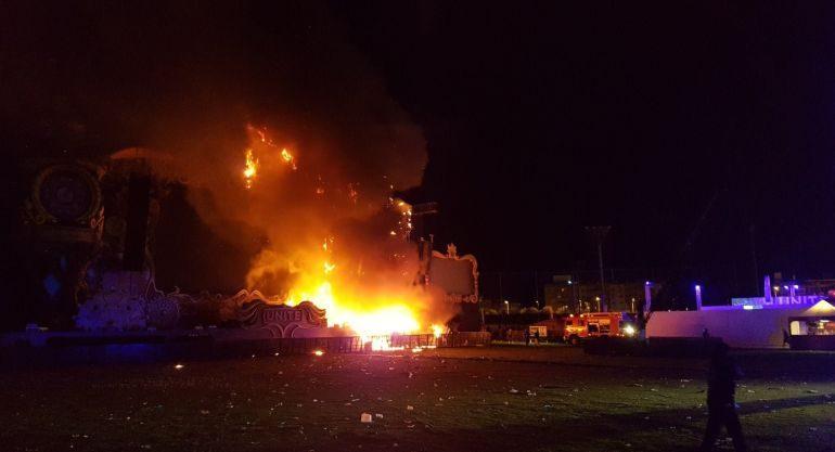 Barcellona, palco in fiamme durante Tomorrowland: oltre 20mila evacuati, ma nessun ferito