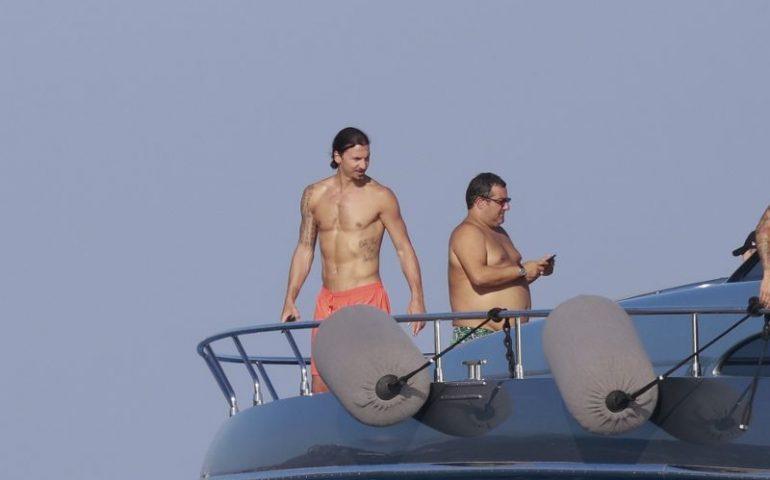 Ibrahimovic in vacanza in Sardegna con Mino Raiola. Una vacanza per parlare del suo futuro? (FOTO)
