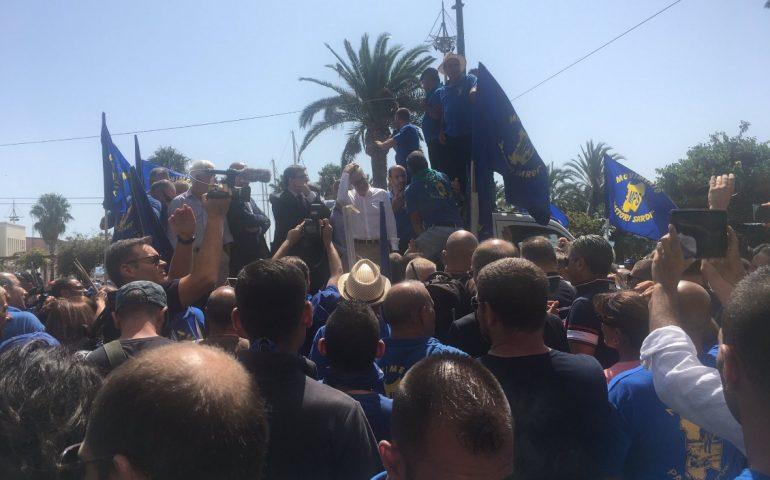"""Pigliaru in piazza con i pastori sardi: """"Ci impegneremo a trovare altri 35 milioni"""""""