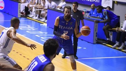 Al Palapirastu di Cagliari gli azzurri del basket vincono contro la Finlandia. Presente anche Gigi Datome