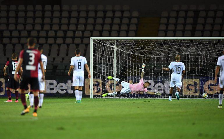 Coppa Italia, il Cagliari supera il Palermo ai rigori 5-3 (1-1) e accede al quarto turno. Decisivo Cragno con un penalty parato, Cossu dà la gioia finale ai rossoblù