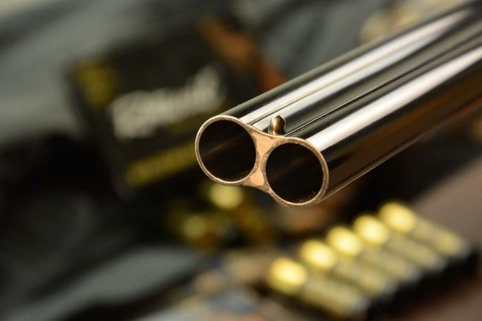 Maneggia il fucile da caccia ma parte un colpo: ferito un giovane a Villasimius