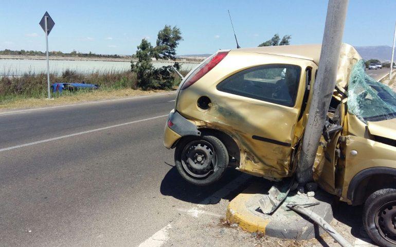 Violento scontro tra auto in via Lungo Saline: due persone al Pronto Soccorso