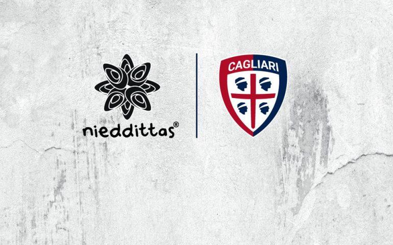 Il Cagliari Calcio annuncia un nuovo sponsor: il logo dell'azienda sarda Nieddittas comparirà sulla maglia per i prossimi tre campionati