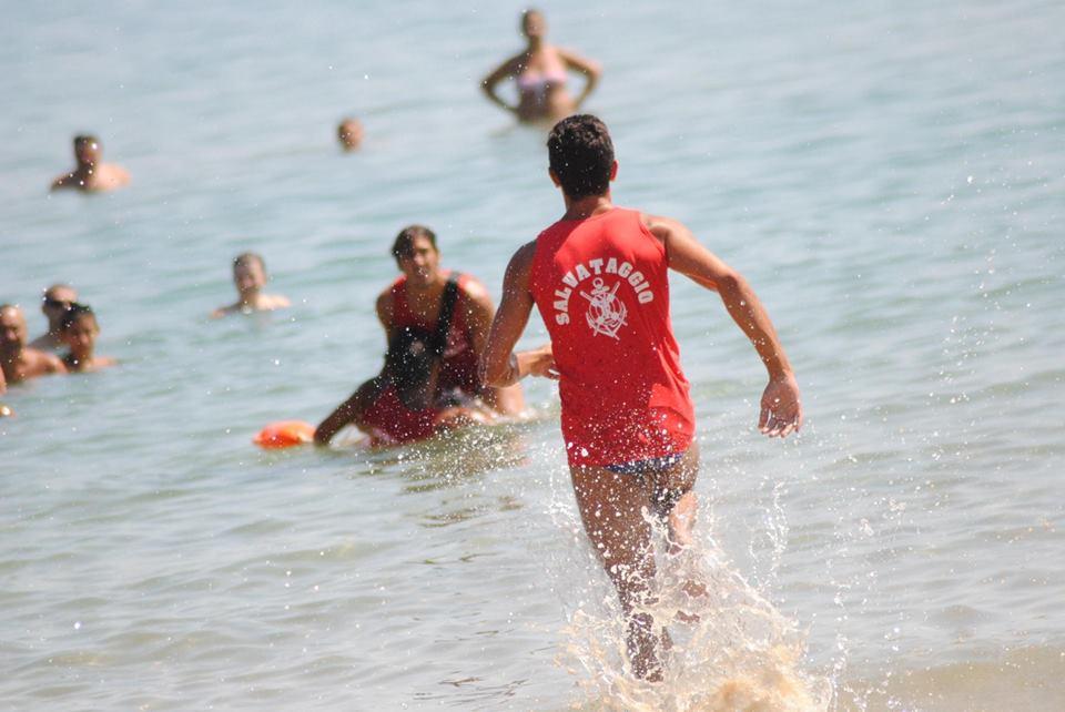 Tragedia sfiorata a Portu Maga: bambino di 10 anni rischia di annegare, salvato dai bagnini